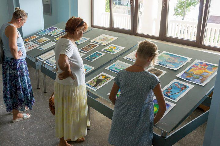 Выставка детских рисунков продолжается!